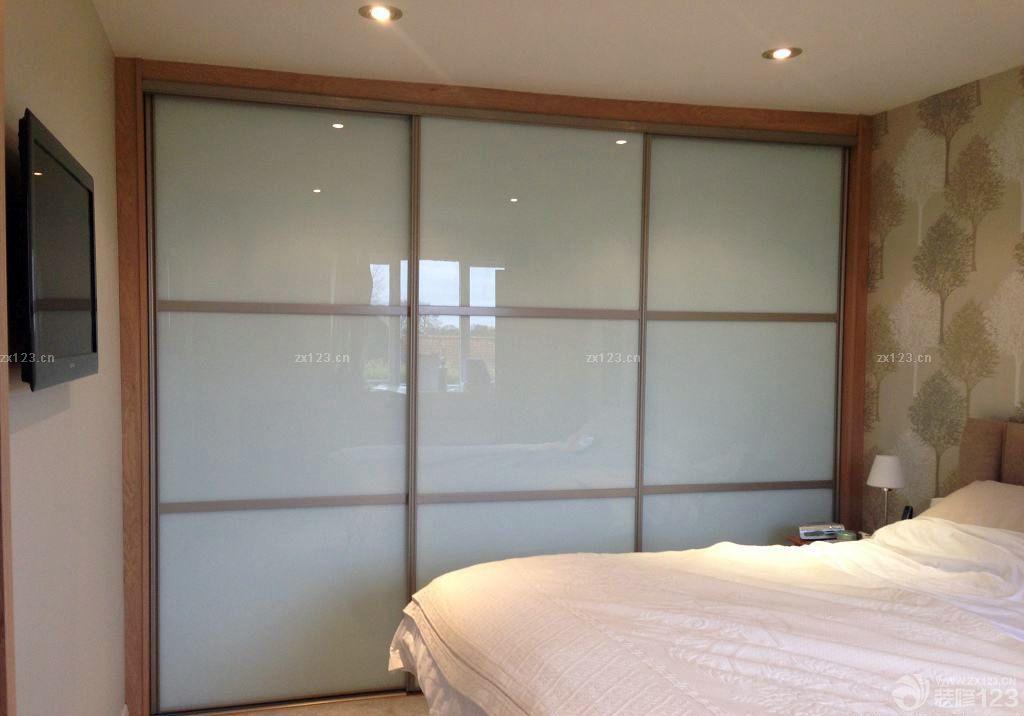 2016小房间衣柜玻璃门装修样板房