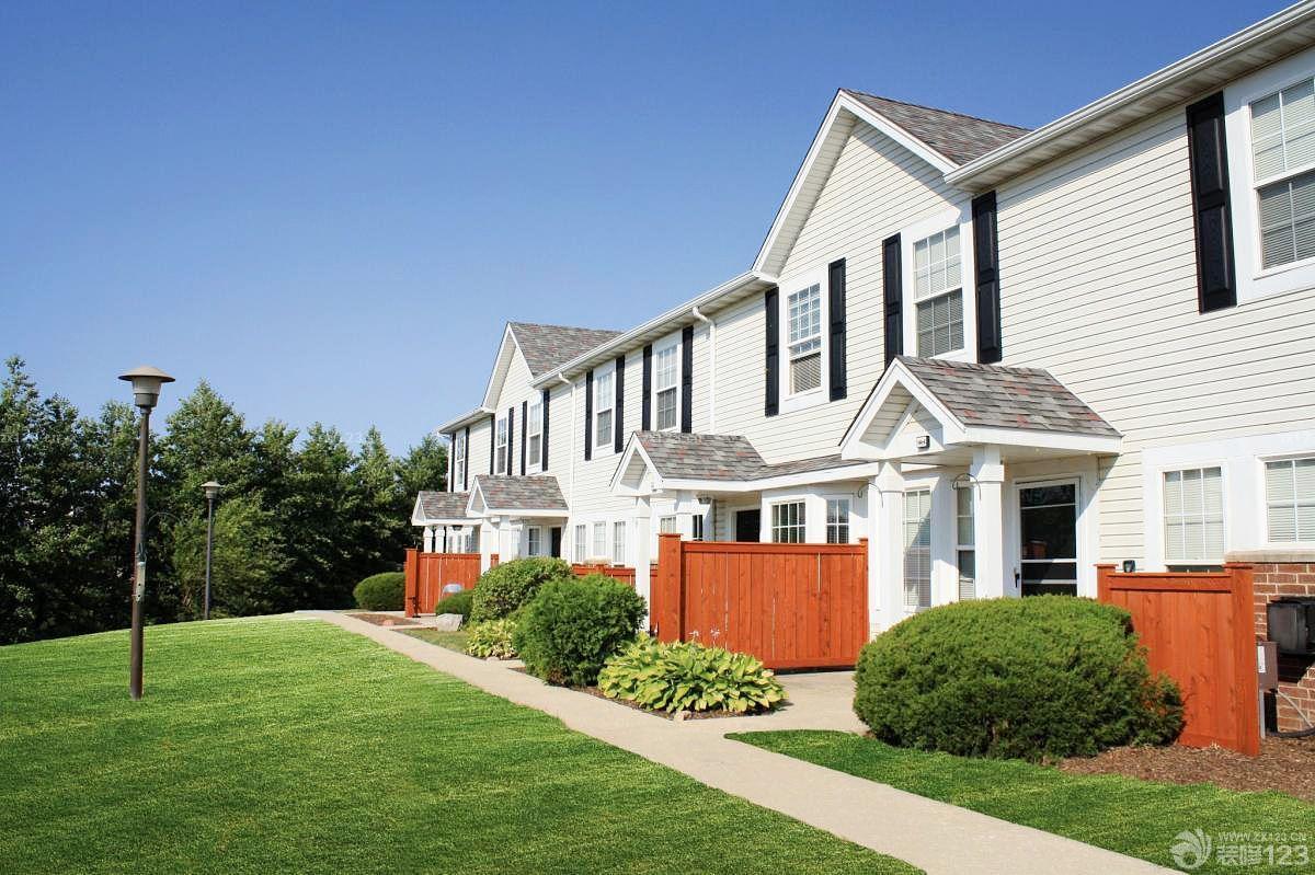 现代美式风格联排别墅外观图
